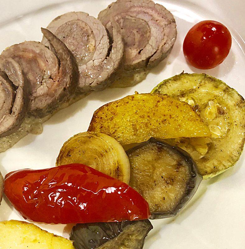 Комбо №5: Рулет шартрез из куриной грудки и телятины с паровыми овощами микс – 300 гр.